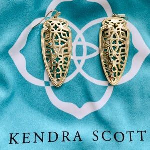 EUC Kendra Scott Sadie earrings gold